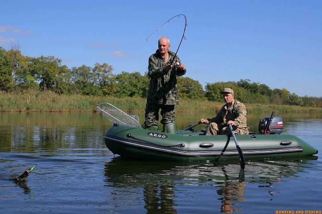 чем можно рыбачить с лодки
